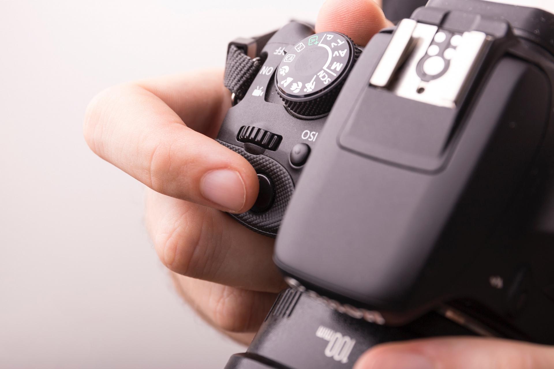 鎌倉で和服の女の子盗撮するカメラおじさんがいるので