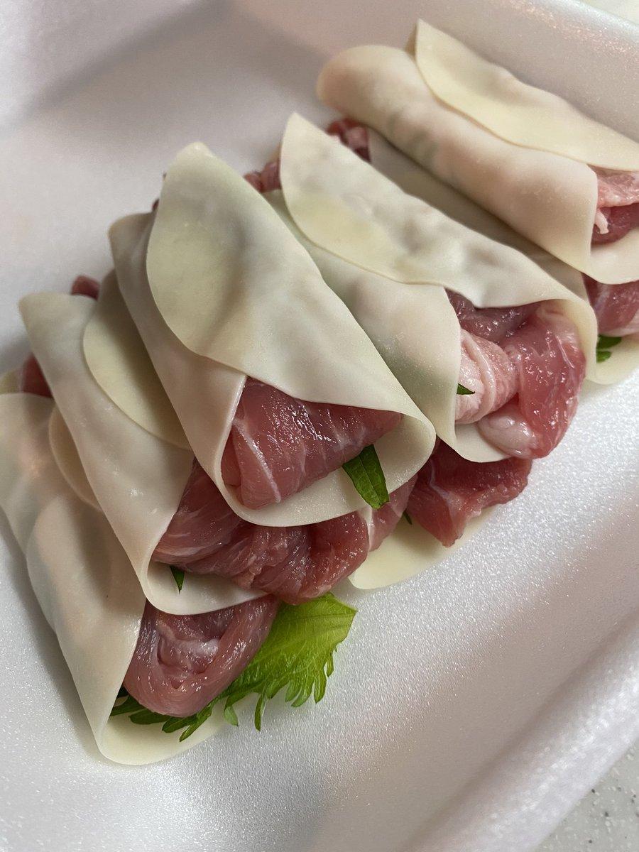 餃子の皮に豚肉としそを雑に挟んで焼いてポン酢つけて食べるの最高に美味しいから